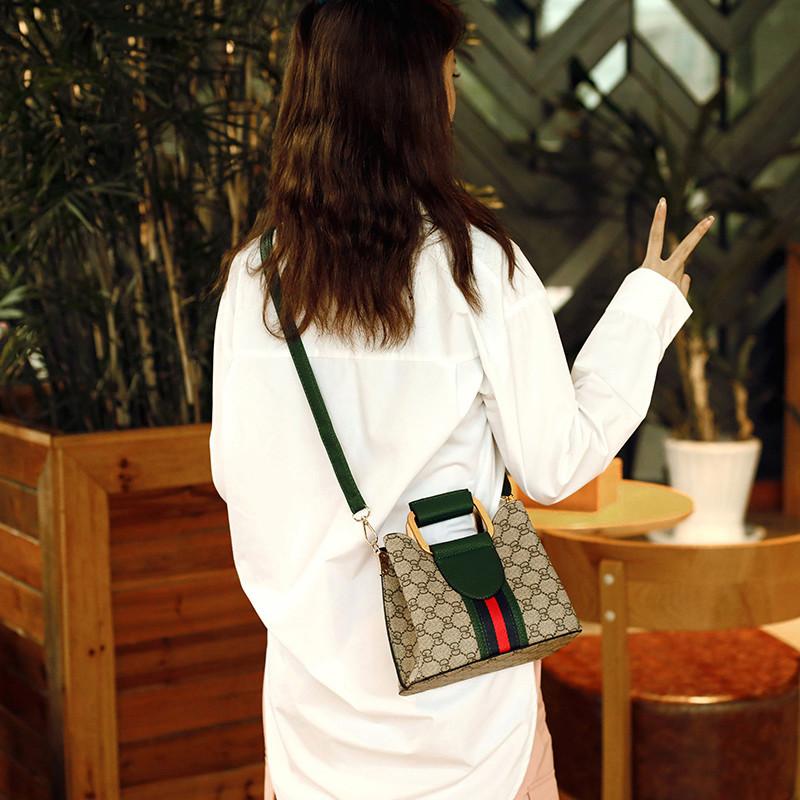夏季水桶包2020新款潮ins时尚百搭斜挎包大容量印花手提包包女士